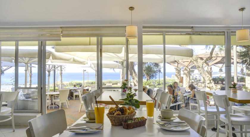 חדר אוכל מלון רזידנס ביץ' נתניה