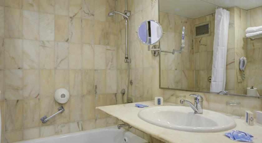 אמבטיה מלון רזידנס ביץ'