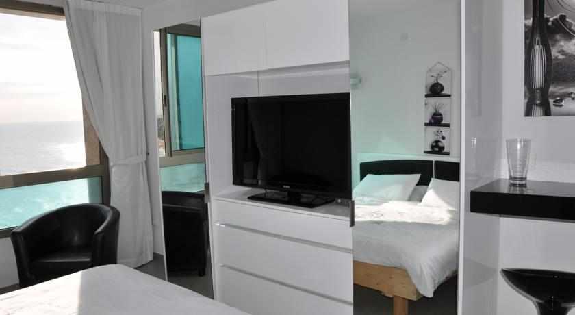 חדר נוף לים דירות כרמל בנתניה