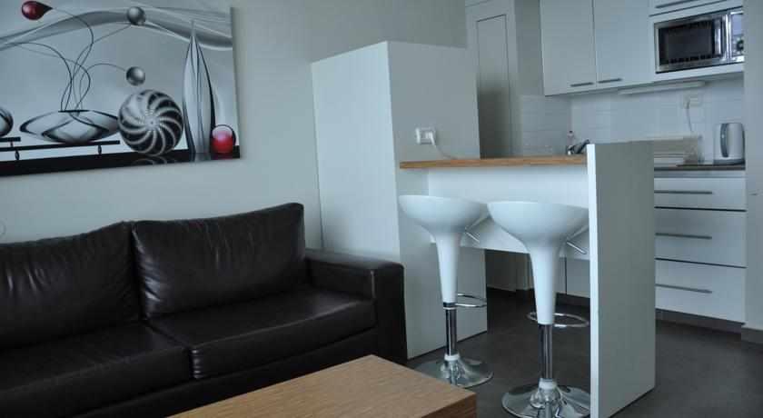 סלון ומטבח מלון דירות כרמל