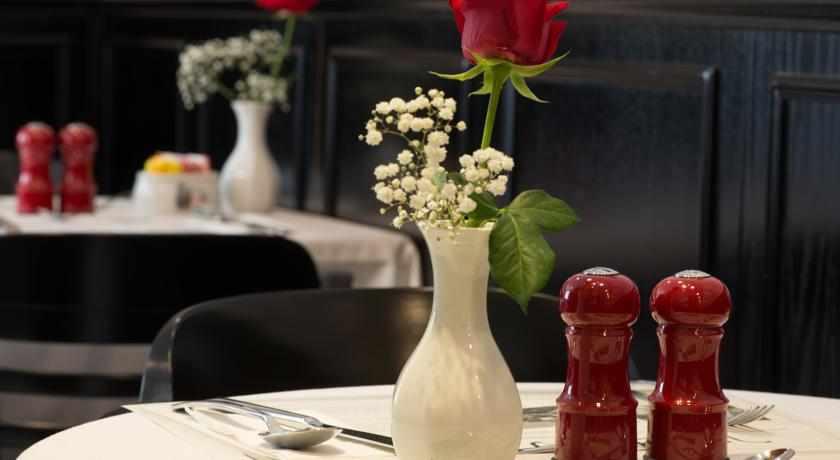 חדר אוכל מלון הכיכר בנתניה