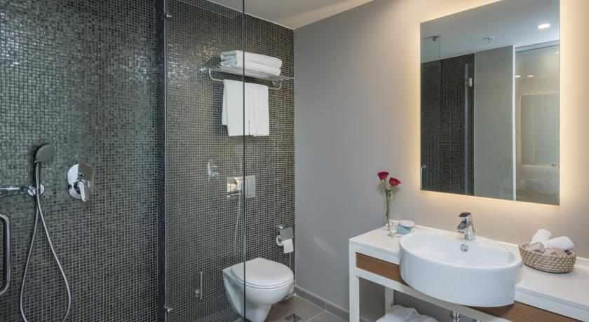 מקלחת מלון לאונרדו פלאזה נתניה
