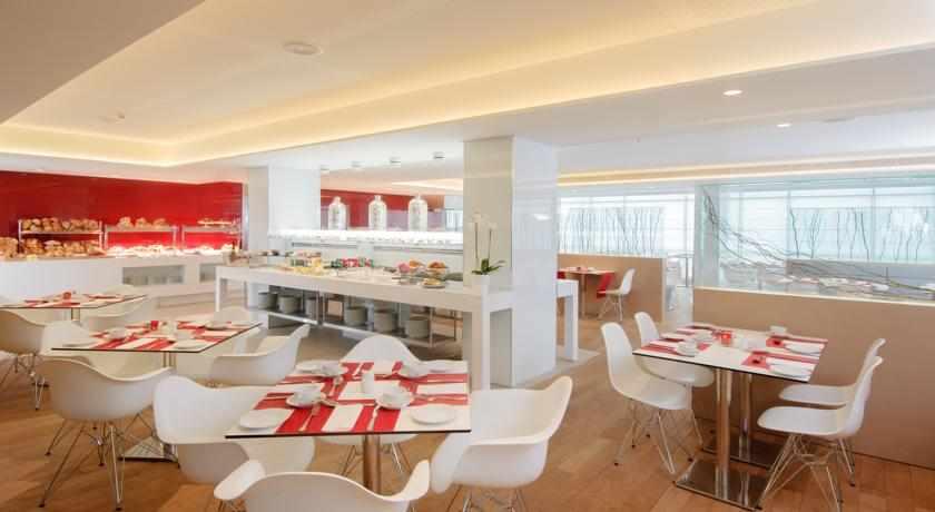 חדר אוכל מלון לאונרדו פלאזה נתניה