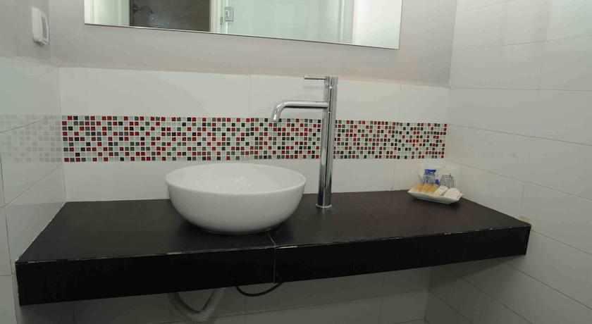 אמבטיה מלון פארק נתניה