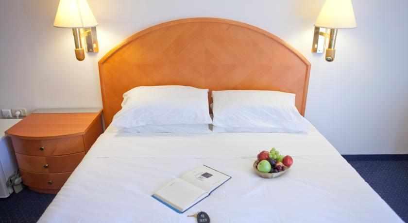 מיטה זוגית מלון קיו בנתניה