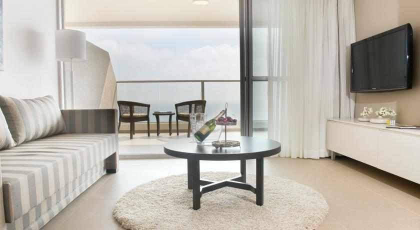 חדר נוף לים מלון רמדה נתניה