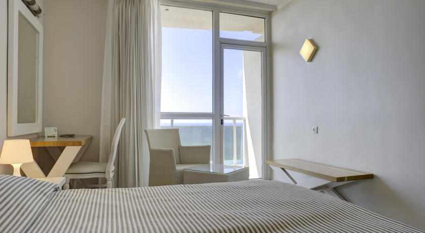 חדר נוף לים מלון רזידנס נתניה