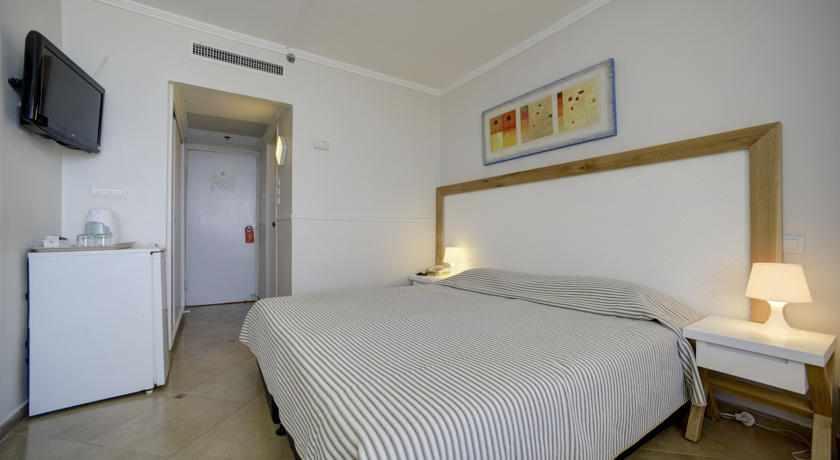 מיטה זוגית מלון רזידנס