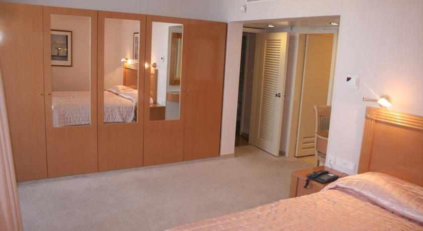 חדר משפחה מלון העונות בנתניה