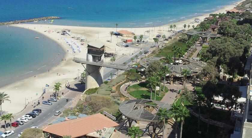 נוף לחוף הים מלון בלו וייס בנתניה