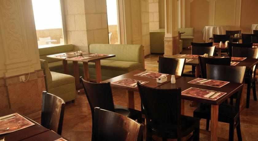 חדר אוכל מלון בלו וייס בנתניה