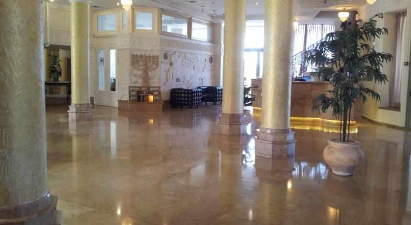 לובי מלון בלו וייס בנתניה